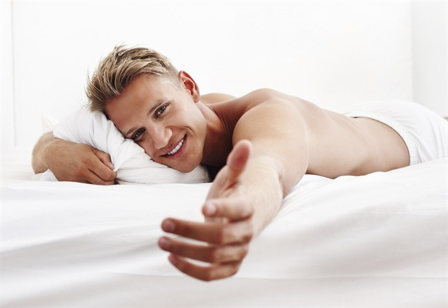 http://images-style.cnlive.it/Storage/Assets/Crops/53444/112/61014/uomo-letto-sexy-sesso-oroscopo_650x447.jpg