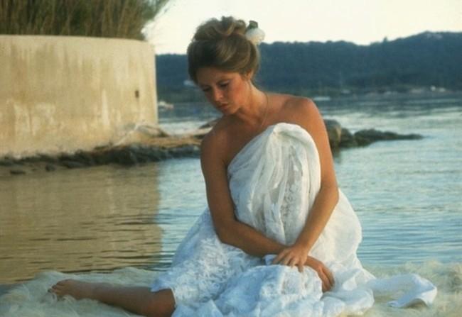 Matrimonio In Spiaggia Quanto Costa : Matrimonio in spiaggia per una sposa stile brigitte