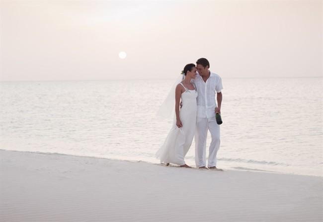 Matrimonio In Spiaggia Italia : Sposarsi al mare semplice raffinato e spensierato style
